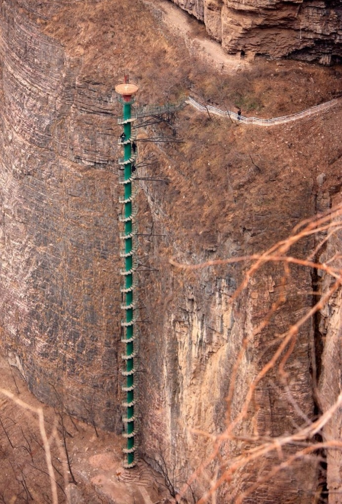 Climbers must be under 60 years old to hike the 300-foot (91 meters) staircase that runs up the face of China's Taihang Mountains. Photo: imgur